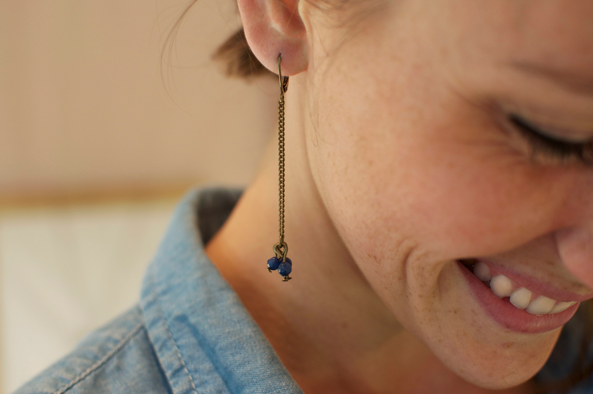 bijou apoi trois perles long bleu laiton fin