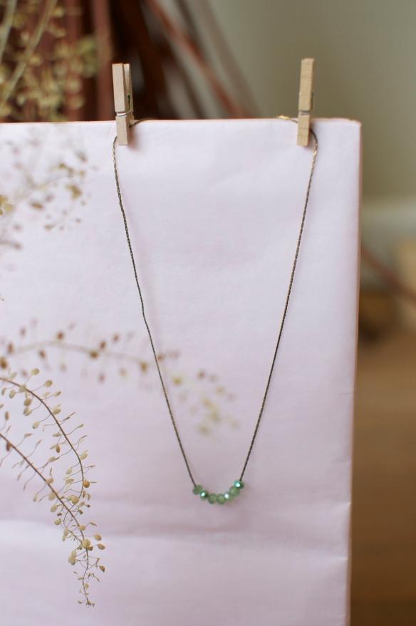 Collier les baladeuses bijoux apoi chaine laiton fin perle vert