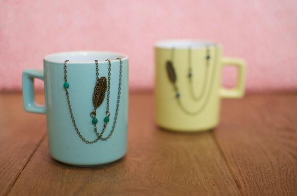 Collier une hirondelle a fait l'automne - bijoux apoi - plume fin perle