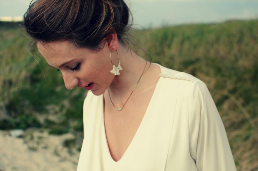 boucles d'oreilles pompon blanc laiton créole collier perles