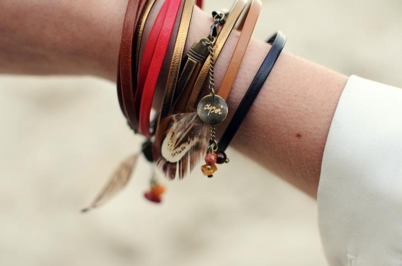 bracelet rouge marron cuir plume pierre